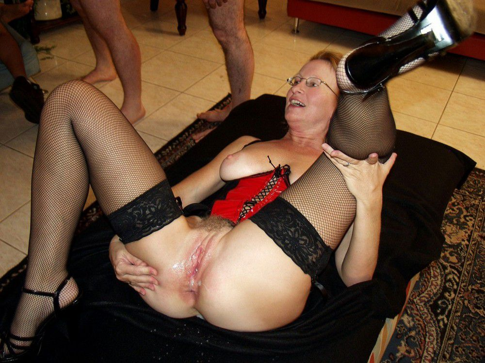 Mature and older women like hot sperm
