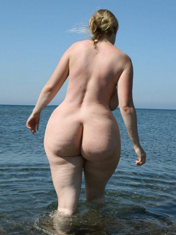 Busty mature ladies with wide hips and big asses