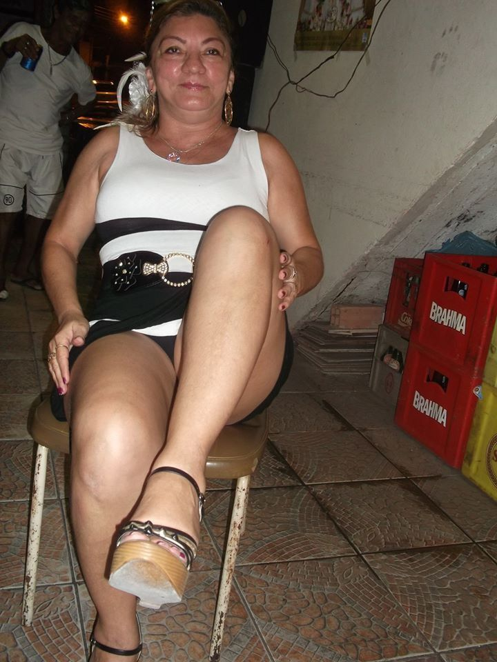 Sexy mature ex-wive on the rest