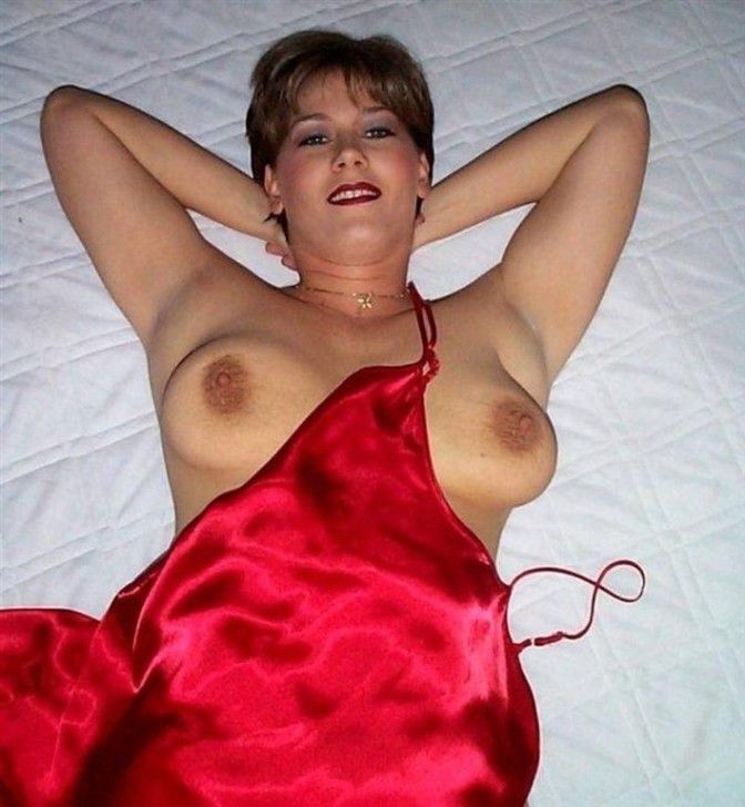Some nice erotic pictures of girls in the red