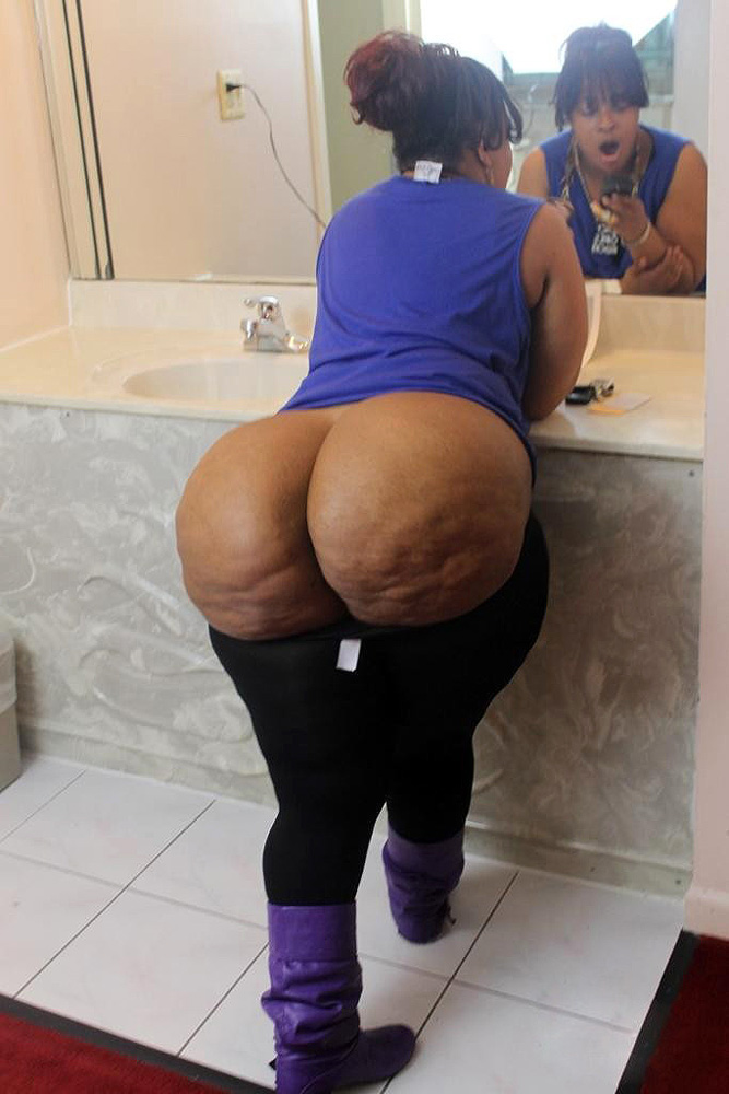Big ass ebony women photographed nude at home