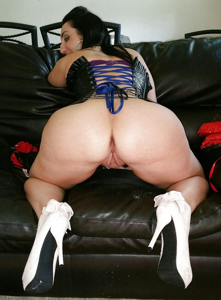 Nice mature BBW, round big ass.. the type of body you want!
