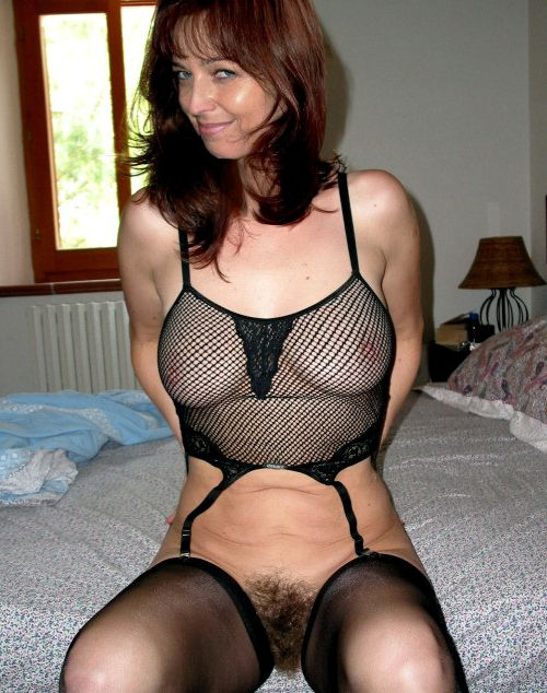 Naked mature housewives photos from social networks