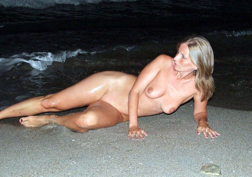 Handmade and voyeur sex pictures from european beaches