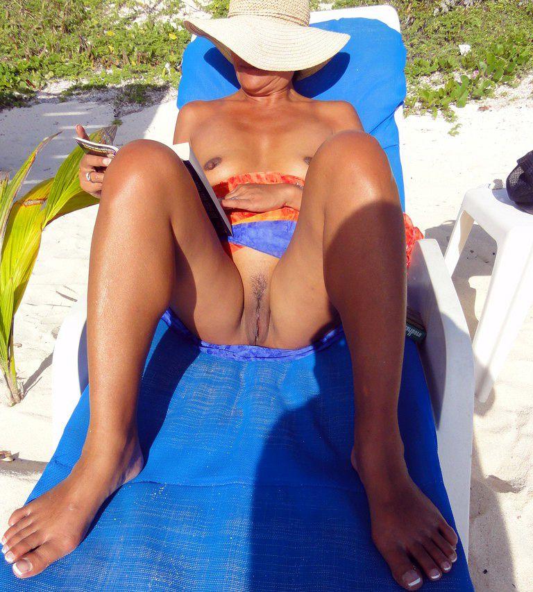 Horny mature wife sunbathing fully naked