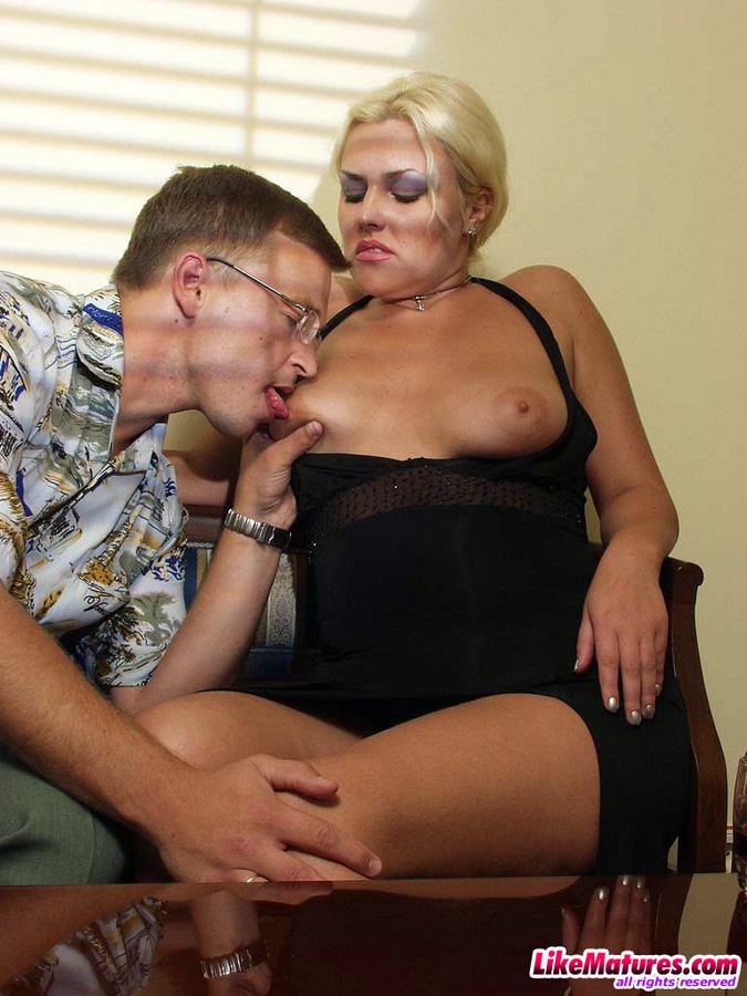 Big ass MILF takes cock after job